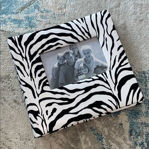 BRAND NEW zebra photo album. Holds 200 Photos.